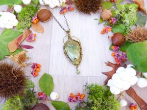 Collier Wire wrapping - Bijou de Créateur unique en Wire Wrapping, inspiration celtique et païenne - Collier « La promesse du Hêtre » en vésuvianite