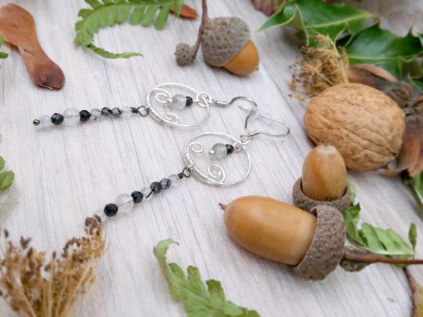 Boucles d'oreilles Wire wrapping - Bijou de Créateur unique en Wire Wrapping, inspiration celtique et païenne - Boucles « Cycles de Nostra » en quartz et spinelle