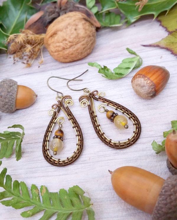 Boucles d'oreilles Wire wrapping - Bijou de Créateur unique en Wire Wrapping, inspiration celtique et païenne - Boucles « Cycles de Veia » en quartz et oeil de tigre