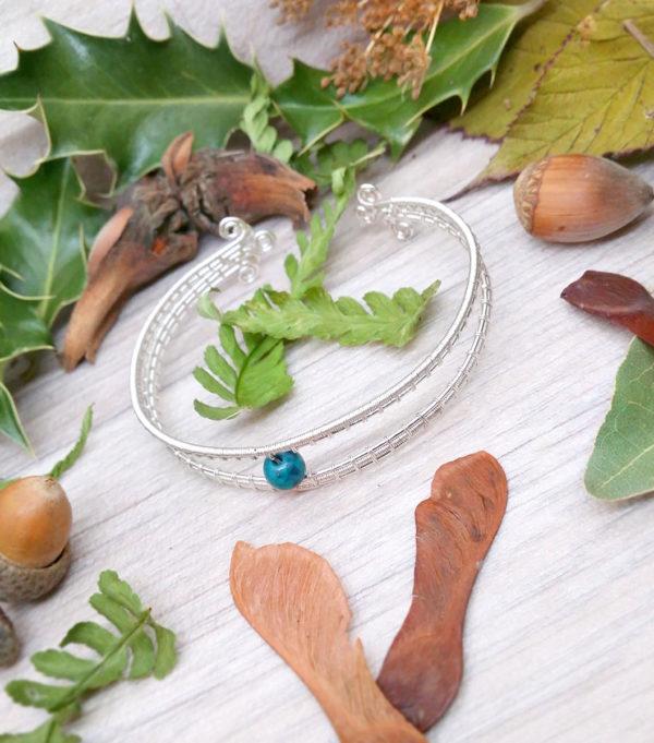 Bracelet unique « Oeil de Chioné » - inspiration celtique et païenne - Bijou de Créateur en Wire Wrapping, perle chrysocolle