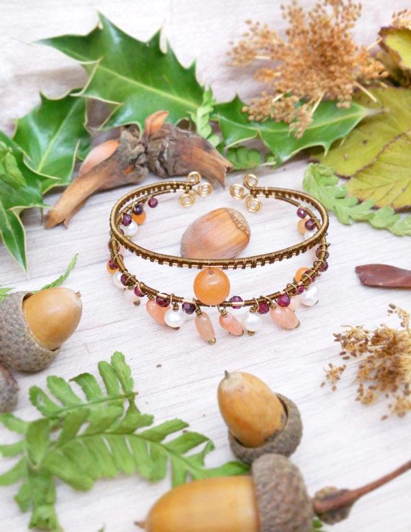 Bracelet unique « Tribu du soleil levant » - inspiration celtique - Bijou de Créateur en Wire Wrapping, perles grenat, perle de culture