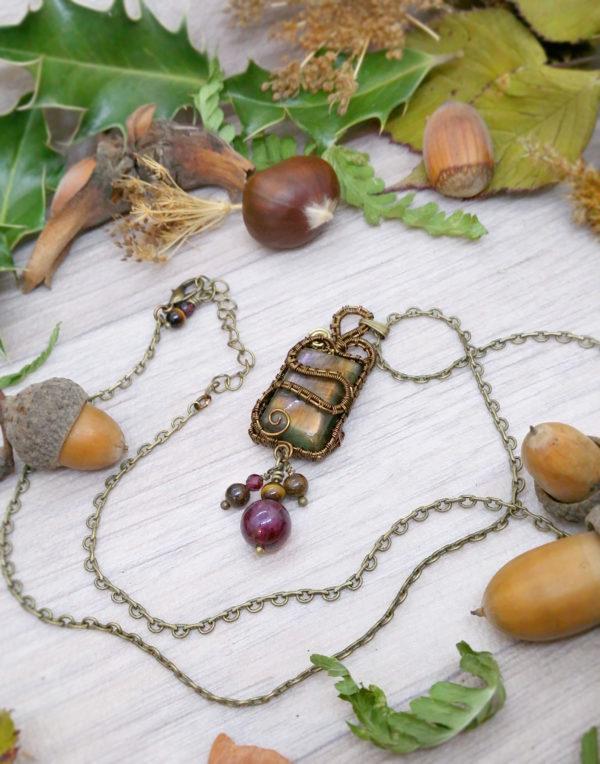 """Collier Wire wrapping - Bijou de Créateur unique en Wire Wrapping, inspiration celtique et païenne - Collier « sarment de vigne »"""" en grenat et bronzite"""