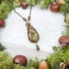 Collier Wire wrapping - Bijou de Créateur unique en Wire Wrapping, inspiration celtique et païenne - Collier « Le Sentier forestier » en unakite et péridot