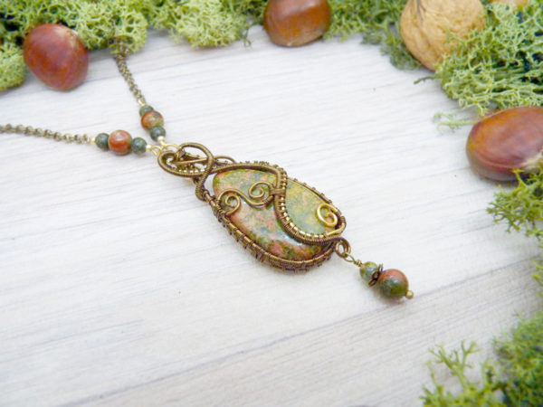 Collier Wire wrapping - Bijou de Créateur unique en Wire Wrapping, inspiration celtique et païenne - Collier « Le Sentier forestier » en unakite et péridot