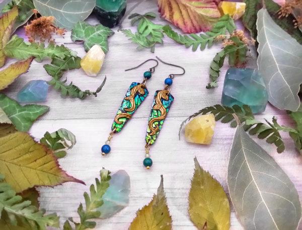 Boucles d'oreilles « couleurs de la nature – lianes » - inspiration celtique et nature - Bijou de Créateur en Wire Wrapping, perles péridot et chrysocolle