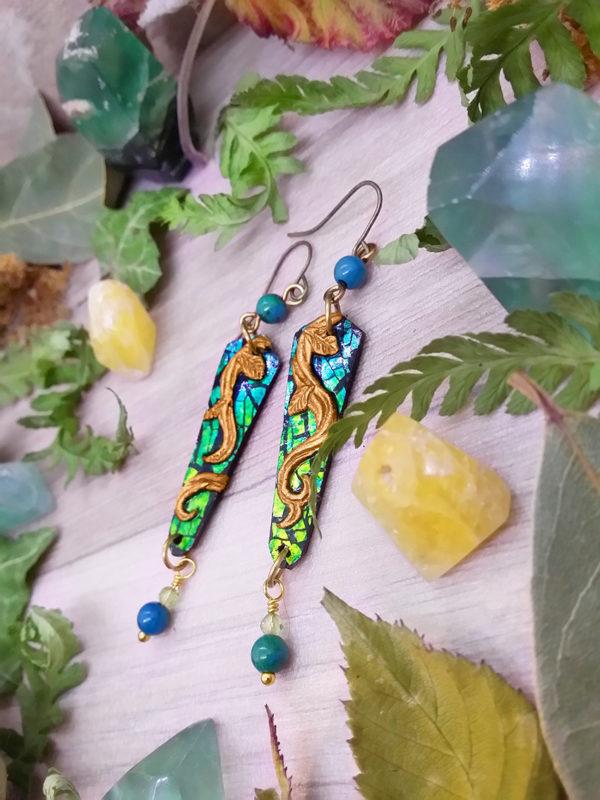 BBoucles d'oreilles « couleurs de la nature – lianes » - inspiration celtique et nature - Bijou de Créateur en Wire Wrapping, perles péridot et chrysocolle