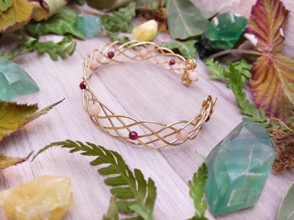 Bracelet unique « Entrelacs grenat & aventurine » - inspiration celtique - Bijou de Créateur en Wire Wrapping, perles grenat et aventurine rose