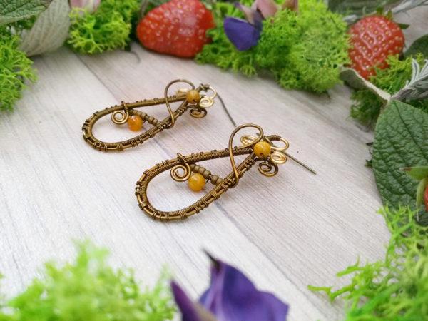 Boucles d'oreilles Wire wrapping - Bijou de Créateur unique en Wire Wrapping, inspiration celtique et païenne - Boucles « Sous l'oranger » en pierre de fossile et aventurine