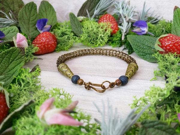 Bracelet unique « Esprit viking – Alrun » - inspiration celtique, viking, païenne - Bijou de Créateur en Wire Wrapping, perles bronzite et pierre de lave