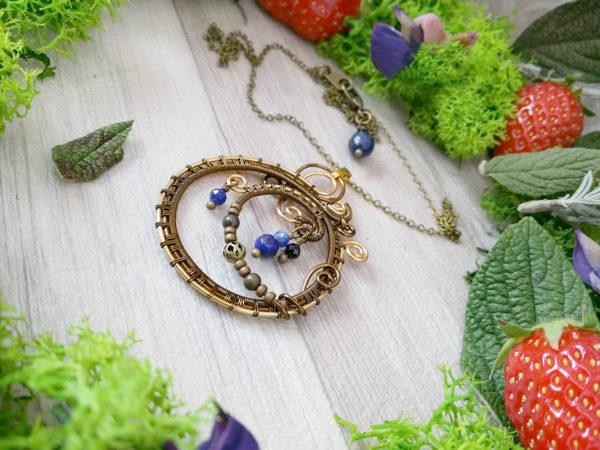 Collier Wire wrapping - Bijou de Créateur unique en Wire Wrapping, inspiration celtique et païenne - Collier « Coeur de Velana » en lapis lazuli et sodalite