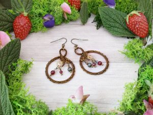 Boucles d'oreilles Wire wrapping - Bijou de Créateur unique en Wire Wrapping, inspiration celtique et païenne - Boucles « Cycles du Brasier » en grenat, pyrite et quartz