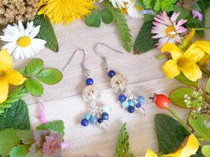 Boucles d'oreilles Wire wrapping - Bijou de Créateur unique en Wire Wrapping, inspiration celtique et païenne - Boucles « Grappe plage d'été » en jade, lapis, aventurine