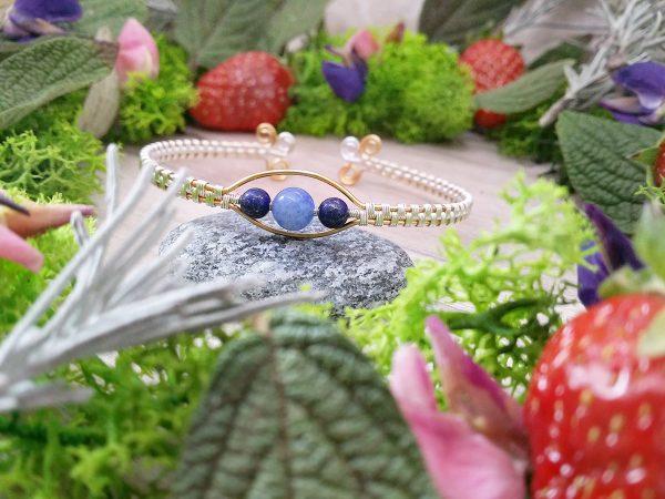 Bracelet « Secret Antique – Sripi » - inspiration celtique et païenne - Bijou de Créateur en Wire Wrapping, perles lapis lazuli et aventurine