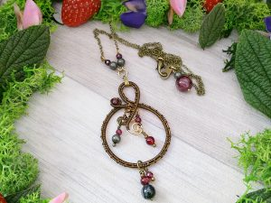Collier Wire wrapping - Bijou de Créateur unique en Wire Wrapping, inspiration celtique et païenne - Collier « Cycles du Brasier » en grenat, pyrite et quartz