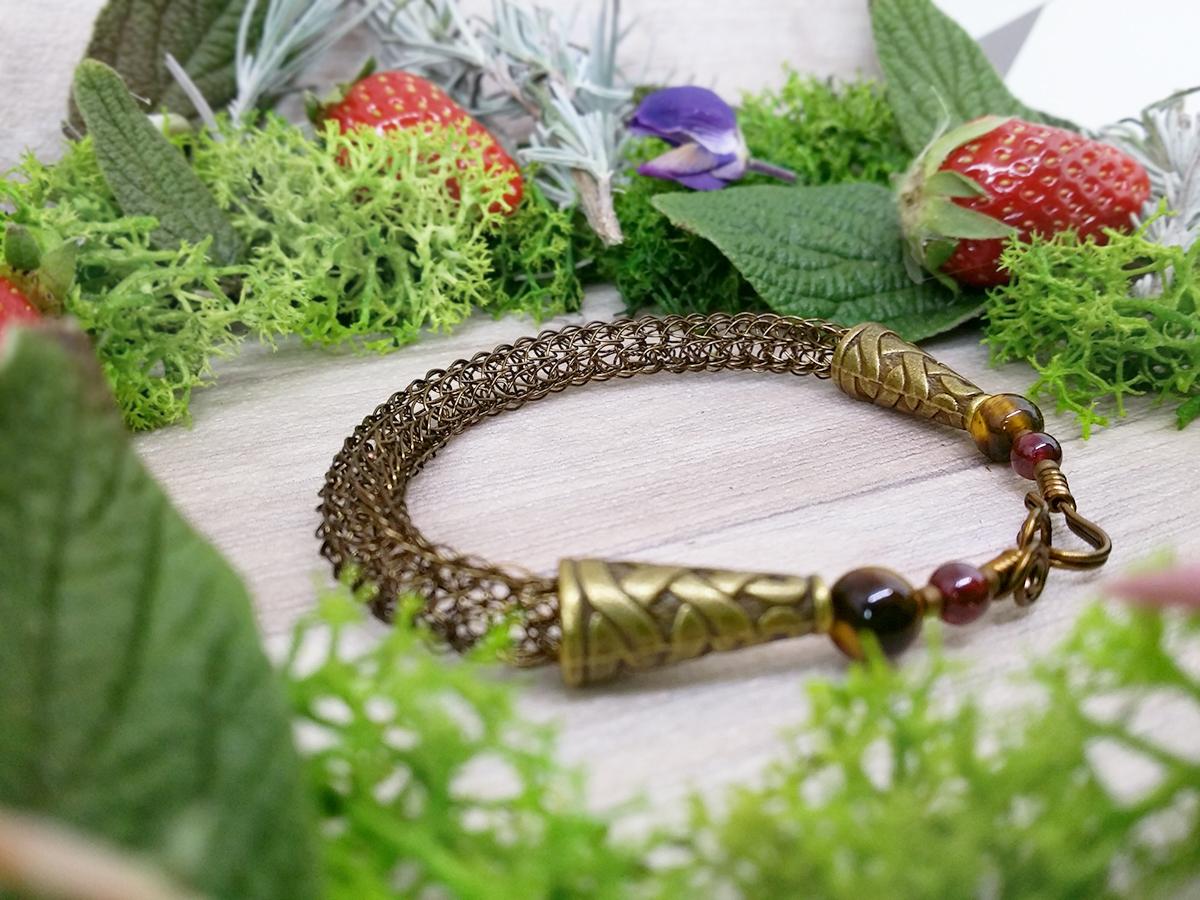 Bracelet unique « Esprit viking – Asgeir » - Bijou de Créateur en Wire Wrapping, oeil de tigre et grenat
