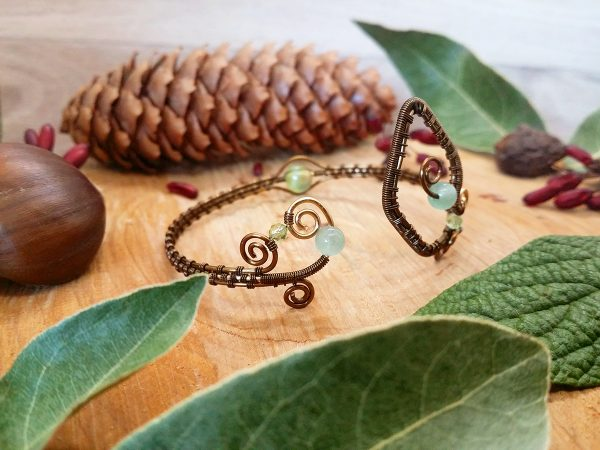 Collier Wire wrapping - Bijou de Créateur unique en Wire Wrapping, inspiration celtique et païenne - Collier « Promenade dans la prairie » en aventurine et péridot