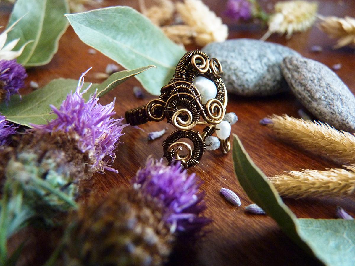 """Bague Wire wrapping - Bijoux de Créateur unique en Wire Wrapping, inspiration celtique et païenne - Bague """"Oeil du Blizzard"""" en perles de culture et labradorite"""
