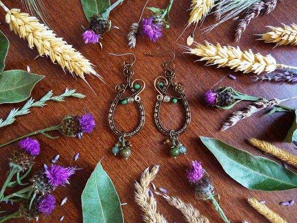 Boucles d'oreilles Wire wrapping - Bijou de Créateur unique en Wire Wrapping, inspiration celtique et païenne - Boucles « A l'Ombre de la Forêt » en pierres fines