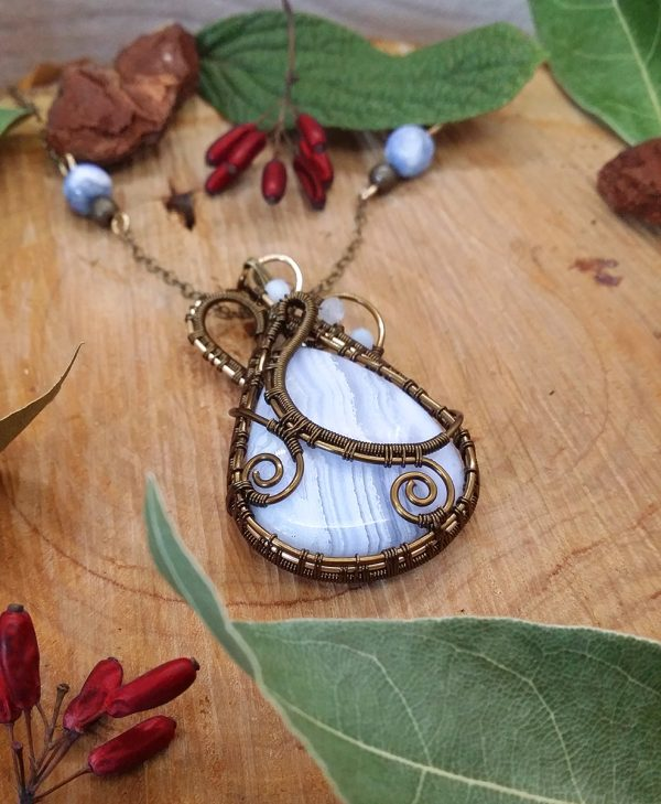 Collier Wire wrapping - Bijou de Créateur unique en Wire Wrapping, inspiration mythologie - Collier « Coeur des Landes gelées » en calcédoine et aigue marine