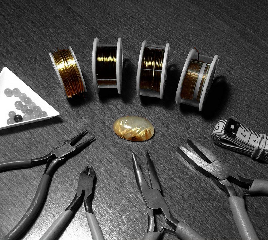 Matériel nécessaire à la fabrication de bijoux en Wire wrapping et Pierres fines